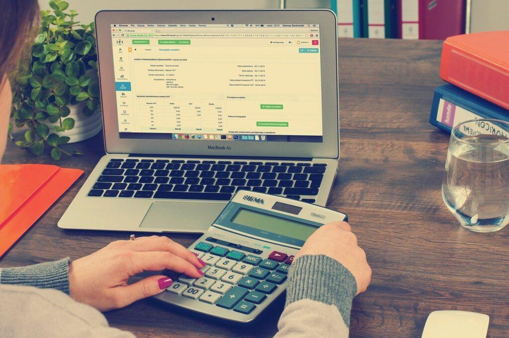 Jak rozliczyć PIT przez urząd skarbowy? Procedura rozliczenia